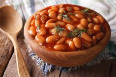 Baked beans don't have to be a massive undertaking. By using canned beans and a stove top, this recipe makes them incredibly easy and incredibly delicious. Crockpot Baked Beans, Homemade Baked Beans, Baked Beans On Toast, Frijoles Refritos, Can Dogs Eat, Dog Eating, Superfoods, Slow Cooker Recipes, Great Recipes