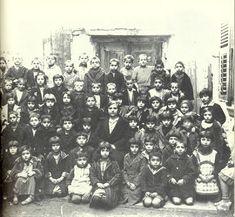 Το παλιατζίδικο των αναμνήσεων: Το παλιό Ελληνικό Σχολείο School Days, Old School, Greek History, Vintage School, Crete, Nostalgia, The Past, Old Things, 1930