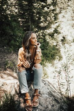Our girls' rock climbing paraphernalia comes with strategically developed running jeans, items, pants and leggings. Sandals Outfit Summer, Summer Outfits, Fall Outfits, Clogs, Outdoorsy Style, Climbing Outfits, Boho Fashion, Clothes For Women, Granola Girl
