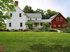 Modern farmhouse design incorporates the typical with the brand-new for a serene, ventilated, inviting feel. Right here are twenty farmhouse exterior photos . Modern Farmhouse Exterior, Farmhouse Design, Farmhouse Style, American Farmhouse, Farmhouse Landscaping, Rustic Farmhouse, Farmhouse Addition, Farmhouse Ideas, Farmhouse Shutters