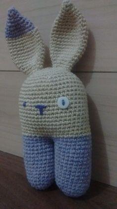 Amigu Coelhinho Monstro.  Linda peça decorativa e lindo presente.   Feita com linha 100% algodão.