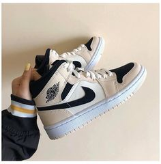 Dr Shoes, Cute Nike Shoes, Swag Shoes, Cute Sneakers, Nike Air Shoes, Hype Shoes, Me Too Shoes, Shoes Sneakers, Winter Sneakers