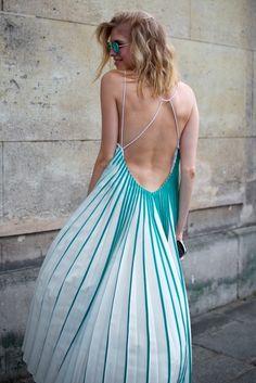 Peu importe si vous devez le rendre fou ou entretenir la flamme, il y a des pièces PRI-MOR-DIALES qui vont vous aider à arriver à vos fins : les robes dos nu...