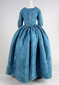 Rear view, robe à l'anglaise, 1770s. Blue silk damask with large-scale floral and foliate pattern.