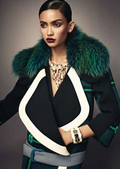 A lovely structural coat and emerald green fur. A stunning image. Fur Fashion, Green Fashion, Love Fashion, High Fashion, Winter Fashion, Womens Fashion, Fashion Trends, Fashion Design, Luxury Fashion