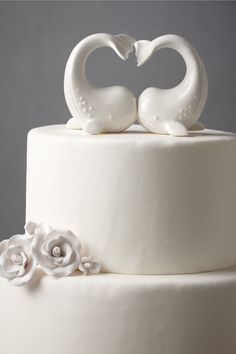 Beluga cake topper. @Hannah Busch Look it's me!! i saw this and decided i need a whale themed wedding,birthday party, graduation, pretty much everything (: