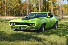1972 Pymouth Roadrunner 440 (6 pack) Mine was very much like this, but with black bottom trim, racing stripes, and 440 Magnum. What a car!!!