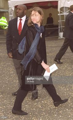 Lady Sarah Chatto arrives at a reception celebrating the opening of the Tate Modern Art Gallery May 2000 in London. Lady Sarah Armstrong Jones, Lady Sarah Chatto, Tate Modern Art, Princess Margaret, King George, British Royals, Still Image, Kate Middleton, Art Gallery