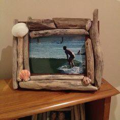 driftwood – Things that make me happy Driftwood Signs, Driftwood Projects, Driftwood Art, Nature Decor, Nature Crafts, Bamboo Picture Frames, Crafts To Sell, Diy Crafts, Dremel