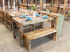 Mesa de Jantar em Madeira de demolição,com resquício da tintura das casas.