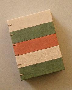 Notebook Cover Design, Diy Notebook, Handmade Notebook, Notebook Covers, Handmade Books, Handmade Journals, Journal Covers, Handmade Crafts, Handmade Rugs