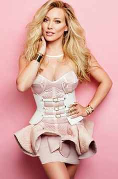 Get Hottest Actress Hilary Duff Photoshoot and Latest Sexy Bikini Pictures or Nere to Nude HD Images or Spicy Pics or HQ New Cute Kissing Wallpapers. Hilary Duff Style, Hilary And Haylie Duff, Hilary Duff Movies, Beautiful Celebrities, Gorgeous Women, Bikini Pictures, The Duff, Hot Bikini, Lady