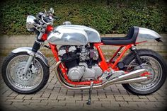 RocketGarage Cafe Racer: Welcome back CB 750 CR