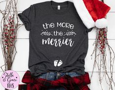 Christmas Pregnancy Announcement Shirt, The More The Merrier Shirt, Funny Xmas Baby Reveal, Pregnant Top, Winter Pregnancy Shirt Pregnancy Announcement Gifts, Pregnancy Shirts, Winter Pregnancy, New Grandparents, Funny Xmas, Mommy And Me Outfits, Baby Feet, Family Shirts, Consumer Products