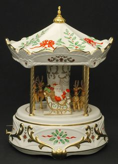 Lenox Santa Centerpiece HOLIDAY CHINA  Carousel Musical Reindeer NEW IN  BOX