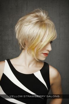 Cute Short Hairstyle for Women with Texture Side