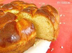 Foszlós bélű, édes ízű, ünnepi kalács, amit leginkább a Húsvéti ünnepek alkalmából készítünk. Ha van egy jó receptünk, akkor még a kezdők is könnyen megbirkóznak, a kalács készítéssel. Hungarian Recipes, Banana Bread, French Toast, Bakery, Deserts, Sweets, Breakfast, Food, Easter