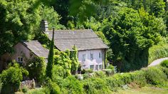Barnacle Cottage, Brixham, Torbay, Devon. Pet Friendly Self Catering Holiday Accommodation in England.