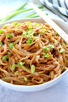 Thai Peanut Noodles Recipe Thai Peanut Noodles Recipe - nutty, slightly spicy sauce tossed with noodles that cooks in just 10 minutes. The easiest and fastest takeout dinner you can make in your own kitchen! Rice Noodle Recipes, Asian Noodle Recipes, Asian Recipes, Asian Dinner Recipes, Vegetarian Recipes, Cooking Recipes, Healthy Recipes, Peanut Recipes, Healthy Food
