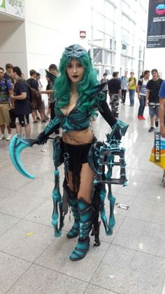 Best Thresh Cosplay EVER! Easy Cosplay, Casual Cosplay, Cosplay Girls, Amazing Cosplay, Cosplay Ideas, Costume Ideas, Halloween Cosplay, Cosplay Costumes, Cosplay League Of Legends