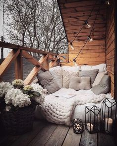 Best Home Decorating Ideas - Top Designer Decor - Balkon Ideen - Dekoration Decor Room, Bedroom Decor, Home Decor, Master Bedroom, Outdoor Reading Nooks, Bedroom Reading Nooks, Small Balcony Decor, Balcony Ideas, Balcony Garden