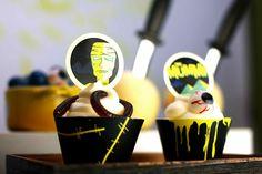 Cupcakes para zombis! / Vintage Monster Movie Halloween Dessert Table Zombie Cupcakes