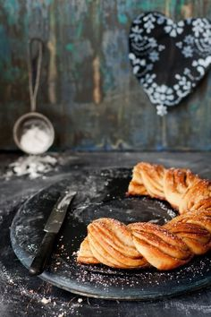 Pulla recipe -- finnish cardamom bread Veganize using earth balance Pulla Recipe, Cinnamon Bread, Fresh Fruits And Vegetables, Food Styling, Cookies Et Biscuits, Sweet Bread, Macarons, Sweet Recipes, The Best