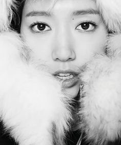 VIKI has unleashed the charm of Park Shin Hye to help promote its latest F/W collection. Check out the brand's new campaign!    Sources | VIKI | VIKI Blog