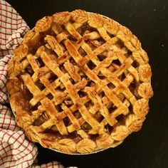 Ally Bakes Gin and Chai Apple Pie