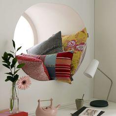 circular window seat - so great - deep-window-seat.jpg 550