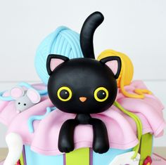 Kitty Popping Out of Cake tutorial for fondant / sugarpaste