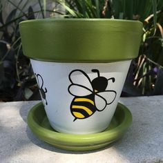 Buzz Buzz Hand painted flower pot features two large bees and two smaller bees around the center. The flower pot is sealed with a clear sealant to hel Flower Pot Art, Flower Pot Design, Clay Flower Pots, Flower Pot Crafts, Clay Pots, Cactus Flower, Flower Bookey, Flower Film, Large Flower Pots