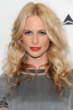Poppy Delevingne accentuates her pretty pout Ashley Green, Poppy Delevingne, Heidi Klum, Alexa Chung, Hair And Nails, Nail Colors, Poppies, Hair Makeup, Hair Beauty