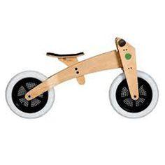 Bicicleta para niños Wishbone     Para usar a partir de los 12 meses, con tres ruedas, lo que ayuda a los bebes a caminar y a usar la bicicleta, luego el triciclo se convierte en una bici de dos ruedas sin pedales, asi el niño aprende a equilibrarse, cuando el niño crezca, con levantar el sillín y girar el la parte central de cuadro, convertimos  la Wishbone en una bici para ser usada por niños hasta los 5 años.