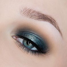 love this gorgeous blue smokey eye! ~  we ❤ this! moncheribridals.com