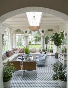 This antique Spanish Colonial house in the June issue of Veranda magazine took my breath away! The home owners brought in interior desi. Best Decor, Decor Diy, Home Decoration, My Dream Home, House Tours, Future House, Interior And Exterior, Beautiful Homes, House Beautiful