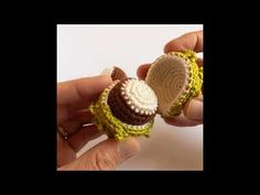 Video Stop Motion Animation Marron au Crochet Amigurumi Toys, Stop Motion, Crochet Stitches, Crochet Earrings, Creations, Make It Yourself, Cactus, Partying Hard, Crochet Baby