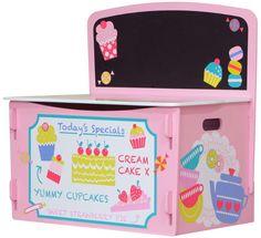 MiPetiteLife.es - Baúl para juguetes Patisserie de Kidsaw Un baúl para juguetes decorado como una pastelería parisina. También puede ser un banco para que los más pequeños de la casa puedan sentarse. Tiene una pizarra para poner el menú del día. Diseñada de forma que no es necesario ningún pegamento, tornillo o fijaciones mecánicas. Simplemente se ensambla con ranuras como un rompecabezas. Dimensiones: H 60 x W 60 x D 39 cm. www.MiPetiteLife.es