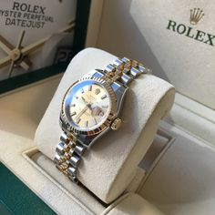 Looking for the Rolex Lady Datejust 26 179173 in steel & yellow gold with a glorious champagne dial? Trendy Watches, Rolex Watches For Men, Luxury Watches For Men, Cartier Glasses Men, Rose Gold Rolex Mens, Rolex Watch Price, Rolex Presidential, Used Rolex, Rolex Women