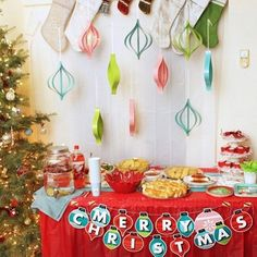 How fun is this Merry cookie exchange table by @laurascraftylife?  Did we mention we've got the cutest baking essentials coming your way in this months CHRISTMAS CRATES? We've got a few left---> Reserve yours in the link today