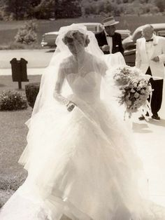 Vintage Wedding Dresses Chic Vintage Bride - Betty Lou Fuller - Today's Chic Vintage Bride Betty Lou Fuller is sure to capture your heart. Chic Vintage Brides, Vintage Wedding Photos, Vintage Bridal, Vintage Weddings, Country Weddings, Vintage Wedding Veils, Lace Weddings, Vintage Pictures, Chic Wedding