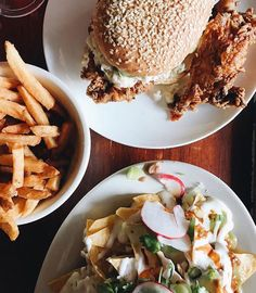 Fries: ✔️ Fried chicken sando: ✔️ Nachos: ✔️ Beer: ✔️ doing a Friday at correctly: ✔️ - Forever Fit Fam Best Weight Loss Foods, Nachos, Pulled Pork, Fried Chicken, Fries, Beer, Ethnic Recipes, Shredded Pork, Root Beer