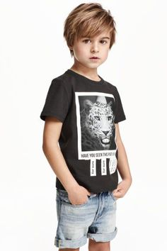 Fashion and quality at the best price H&M Mode und Qualität zum besten Preis Boys Haircuts Medium, Kids Hairstyles Boys, Boy Haircuts Long, Little Boy Hairstyles, Toddler Boy Haircuts, Cool Haircuts For Boys, Cute Little Boy Haircuts, Trendy Haircuts, Funky Hairstyles