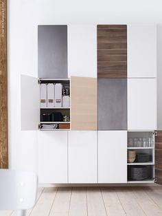 Not the standard, but instead the most striking kitchens and accessories of Ikea for inspiration.*Ikea Stuva closets in the kitchen for a lot of extra space**Awesome kitchenstylinh Ikea Living Room, Living Room Cabinets, Home Living, Wall Cabinets, Ikea Bedroom, Living Rooms, Ikea Interior, Kitchen Interior, New Kitchen