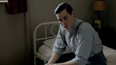 Thomas (Rob James-Collier) in Downton Abbey Series Part 6 Downton Abbey Thomas, Downton Abbey Season 3, Downton Abbey Series, Downton Abbey Fashion, Rob James Collier, Laura Carmichael, Keeping Secrets, Tv Show Quotes, Series 3