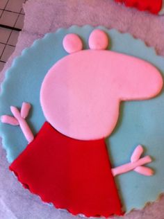 Step by step Peppa Pig made from fondant. From Bronnie Bakes.