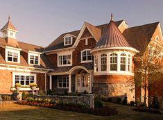 Украшение деревянного дома оранжевого цвета в эклектичном стиле