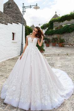 1ab24bf67 2019 Scoop Cap Sleeves una línea de vestidos de novia Tulle con apliques  tribunal tren US  399.99 VEP4GBFCDM - 2016Vestido.com