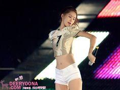 girls generation - im yoona Girls Generation, Yoona Snsd, Military Girl, Korean Music, Blonde Beauty, Korean Model, Celebs, Celebrities, Japanese Fashion