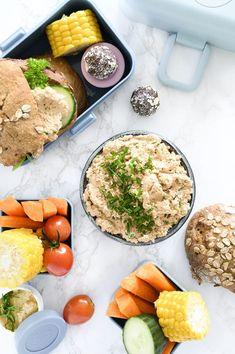 Torskerognssalat - opskrift på lækker og nem rørt torskerogn Fish And Seafood, Bagel, Cobb Salad, Sandwiches, Cheese, Recipes, Danish, Recipies, Danish Pastries